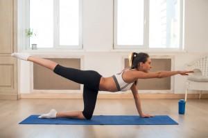 Übung Beinheben für einen knackigen Hintern