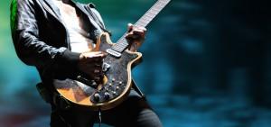 Gitarrist mit Lederjacke
